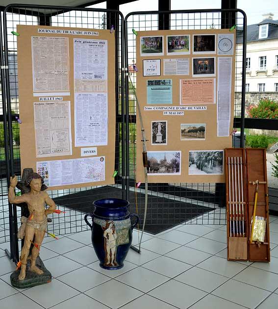 """exposition réalisée par les """"Archers de Vailly"""", photos : E. Dény."""